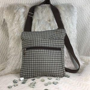 Thirty-one fabric houndstooth crossbody bag